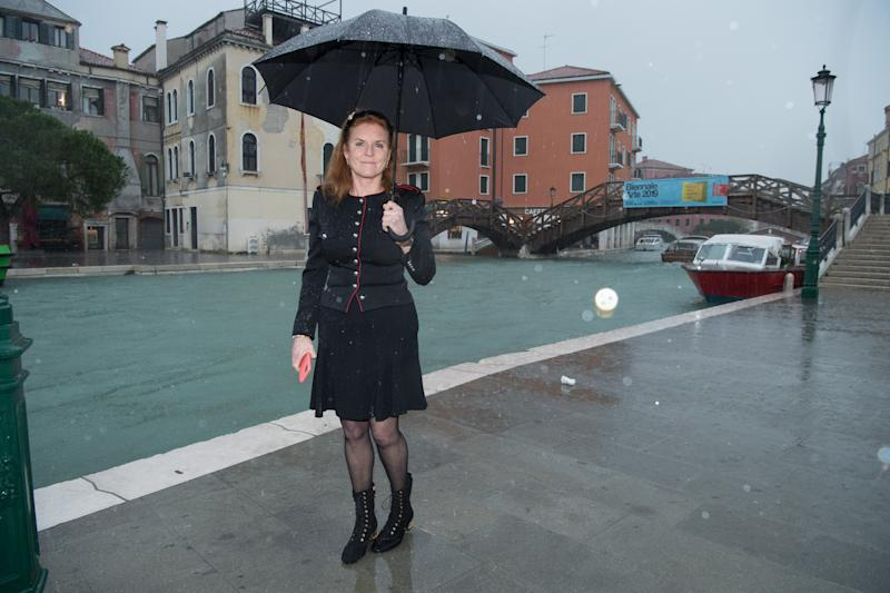 VENICE, ITALY - NOVEMBER 15: Sarah Ferguson, Duchess of York visits the flooded zones in Venice on November 15, 2019 in Venice, Italy. (Photo by Daniele Venturelli/Daniele Venturelli/Getty Images )
