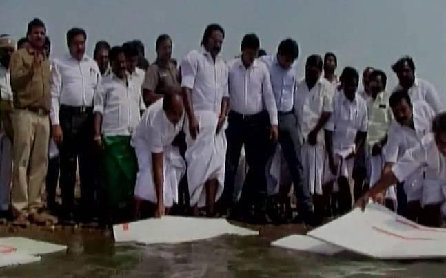After thermocol fiasco, Tamil Nadu to now float plastic balls to prevent water evaporation
