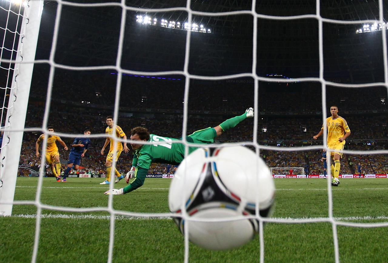 DONETSK, UKRAINE - JUNE 15:  Jeremy Menez (2nd L) of France scores past Andriy Pyatov of Ukraine during the UEFA EURO 2012 group D match between Ukraine and France at Donbass Arena on June 15, 2012 in Donetsk, Ukraine.  (Photo by Julian Finney/Getty Images)