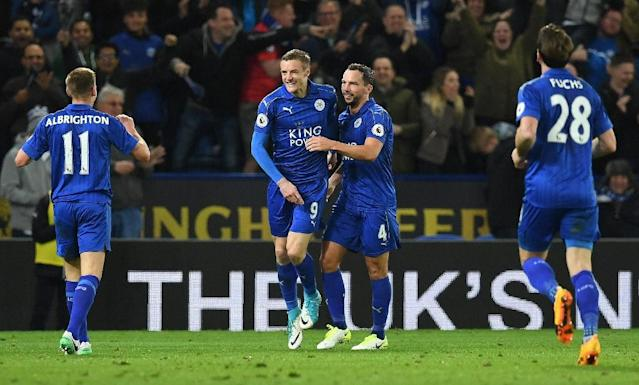 Leicester City's striker Jamie Vardy (2L) celebrates scoring his team's second goal during the English Premier League football match between Leicester City and Sunderland on April 4, 2017 (AFP Photo/Paul ELLIS)