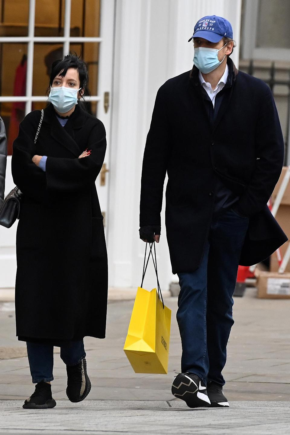 <p>Lily Allen and David Harbour were spotted wearing masks as they visited the stores on Bond Street in London.</p>
