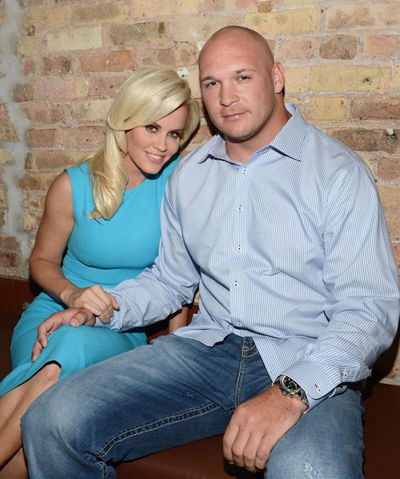 "Jenny McCarthy, who famously dated actor Jim Carrey for five years ending in 2010, this year had a spring fling with Chicago Bears linebacker Brian Urlacher. By the end of summer, however, the two had cooled off. ""Brian and I have decided to turn our romance into an amazing friendship,"" she said in a statement. ""I will continue to be the biggest cheerleader for him. Go, Bears!"" (5/24/2012)<div style=""display:none;"" class=""skype_pnh_menu_container""><div class=""skype_pnh_menu_click2call""><a class=""skype_pnh_menu_click2call_action"">Call</a></div><div class=""skype_pnh_menu_click2sms""><a class=""skype_pnh_menu_click2sms_action"">Send SMS</a></div><div class=""skype_pnh_menu_add2skype""><a class=""skype_pnh_menu_add2skype_text"">Add to Skype</a></div><div class=""skype_pnh_menu_toll_info""><span class=""skype_pnh_menu_toll_callcredit"">You'll need Skype Credit</span><span class=""skype_pnh_menu_toll_free"">Free via Skype</span></div></div>"