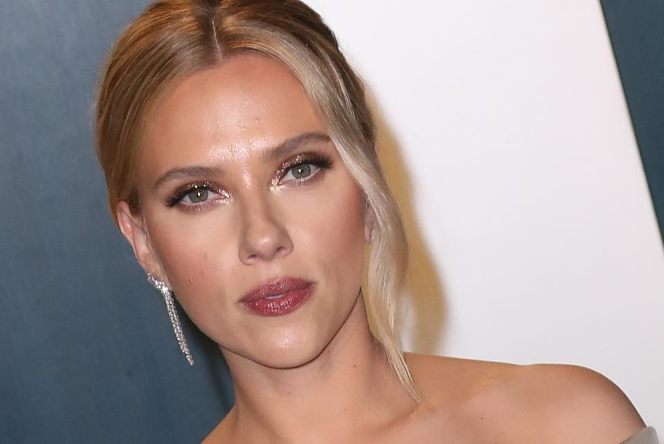 BEVERLY HILLS, CALIFORNIA - FEBRUARY 09:  Scarlett Johansson attends the 2020 Vanity Fair Oscar Party at Wallis Annenberg Center for the Performing Arts on February 09, 2020 in Beverly Hills, California. (Photo by Toni Anne Barson/WireImage)