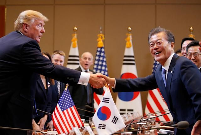 <p>President Donald Trump and South Korea's President Moon Jae-in shake hands during a meeting at South Korea's presidential Blue House in Seoul, South Korea, Nov. 7, 2017. (Photo: Jonathan Ernst/Reuters) </p>