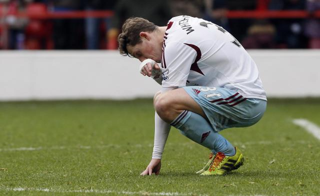 West Ham United's Danny Whitehead reacts after losing their FA Cup third round soccer match against Nottingham Forest at City Ground in Nottingham January 5, 2014. REUTERS/Stefan Wermuth (BRITAIN - Tags: SPORT SOCCER)