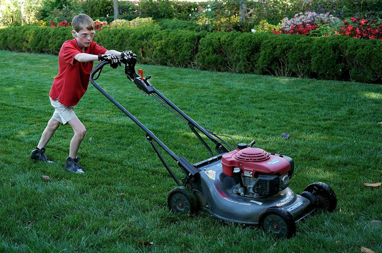 "<p>11-year-old Frank ""FX"" Giaccio mows the grass in the Rose Garden of the White House September 15, 2017 in Washington, DC. Giaccio, from Falls Church, Virginia, who runs a business called FX Mowing, wrote a letter to Trump expressing admiration for Trump's business background and offered to mow the White House grass. (Photo: Win McNamee/Getty Images) </p>"