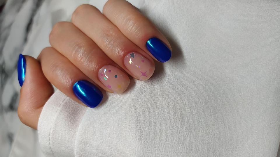 <p>For understated glamour, try a royal blue manicure with two sparkly accent nails.</p>
