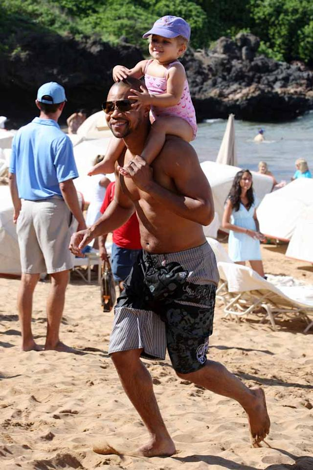 "Cuba Gooding Jr. took his daughter Piper for a ride around the Maui shores. Starsurf/<a href=""http://www.splashnewsonline.com/"" target=""new"">Splash News</a> - December 23, 2007"