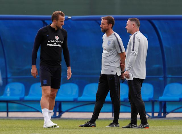 Soccer Football - World Cup - England Training - England Training Camp, Saint Petersburg, Russia - June 17, 2018 England manager Gareth Southgate and assistant manager Steve Holland with Harry Kane during training REUTERS/Lee Smith