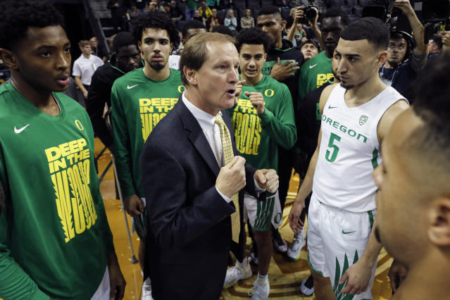 Oregon Ducks head coach Dana Altman talks to theta before playing Boise State in an NCAA college basketball game Saturday, Nov. 9, 2019, in Eugene, Ore. (AP Photo/Thomas Boyd)