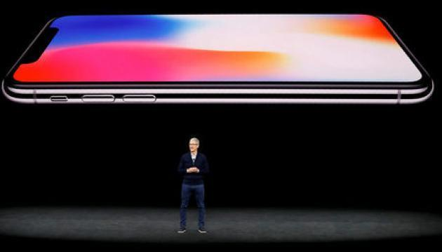 Apple CEO Cook breathes new life into old iPhones