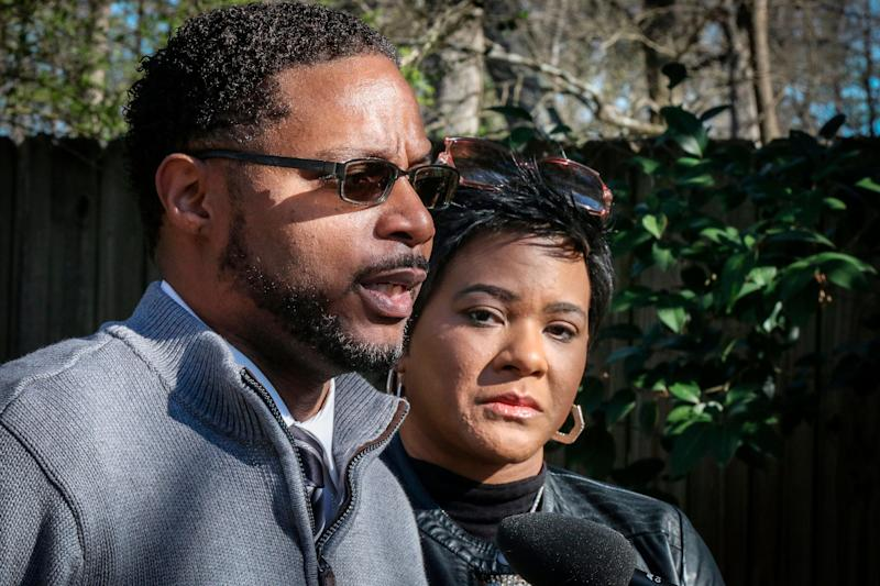 Timothy and Jonjelyn Savage held a press conference on March 6 after CBS ran a segment of the R. Kelly interview. (Photo: ASSOCIATED PRESS)