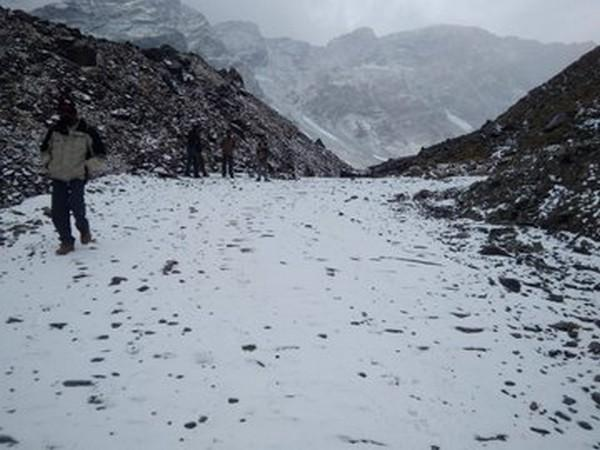 Sach Pass in Chamba covered in snow after receiving fresh snowfall (Photo/ANI)