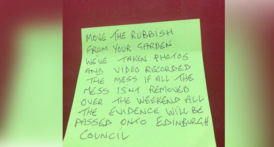 On Friday, Ms Thomson came home to a passive aggressive note from an anonymous neighbour complaining about construction rubbish in her garden. Source: Twitter/Keli Thomson