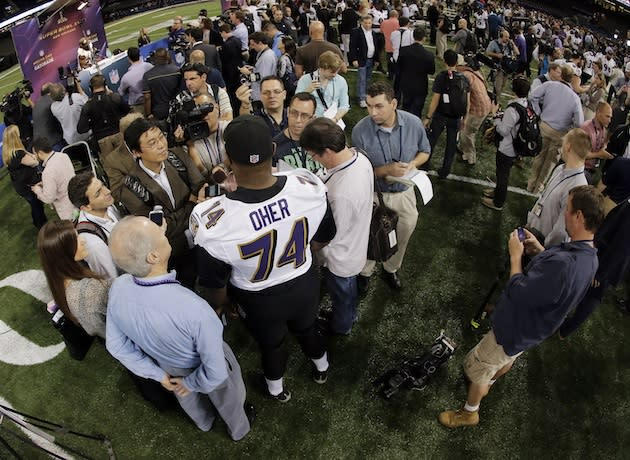 baltimore ravens offensive tackler michael jerome Michael jerome oher ( born michael jerome williams jr may 28, 1986) is an american football offensive tackle who is currently a free agent he played college football for the university of.