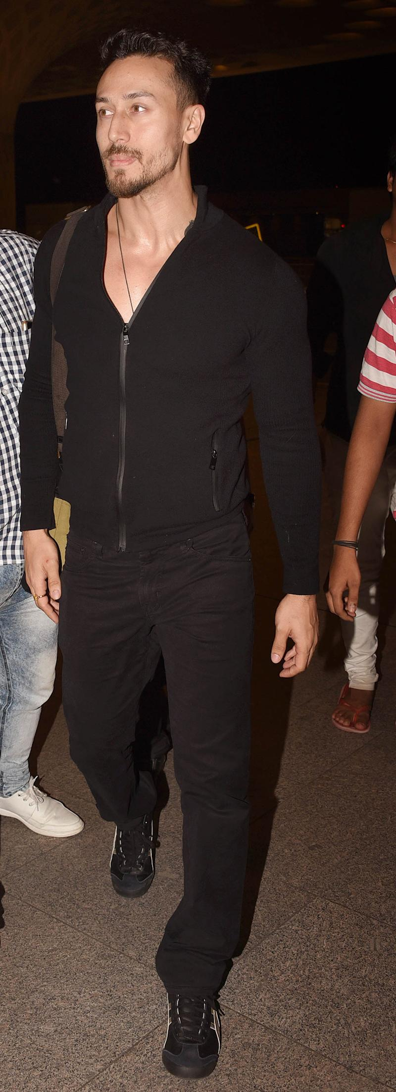 Tiger Shroff snapped at Mumbai airport while leaving for Sri Lanka. (Image: Yogen Shah)