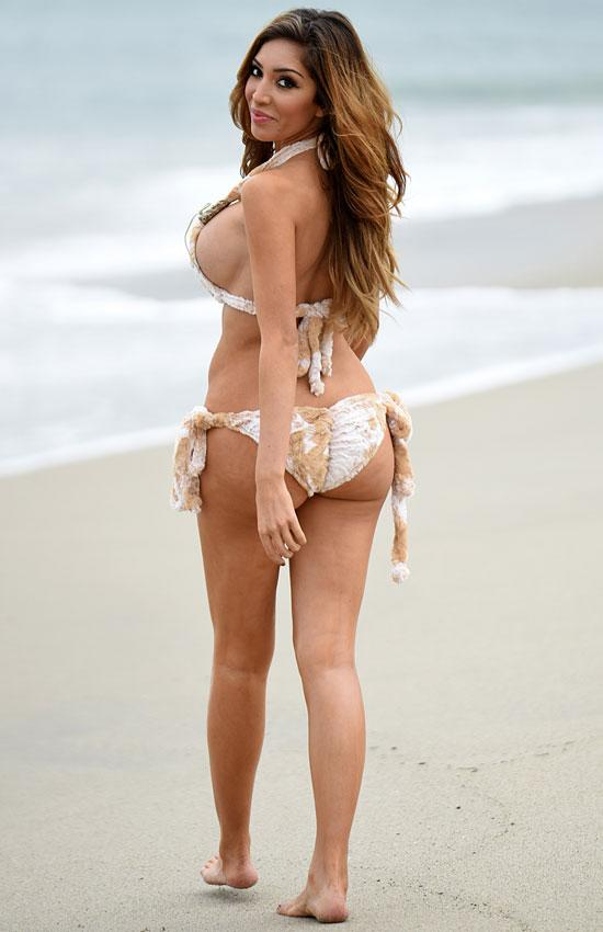 Bikini On Farrah Fur Off Abraham The A New Beach Breasts Shows In QxeWdCEroB