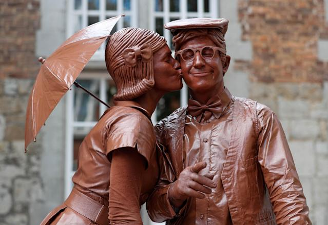 "<p>Artists called ""Le couple en chocolat"" take part in the festival ""Statues en Marche"" in Marche-en-Famenne, Belgium, July 22, 2018. (Photo: Yves Herman/Reuters) </p>"