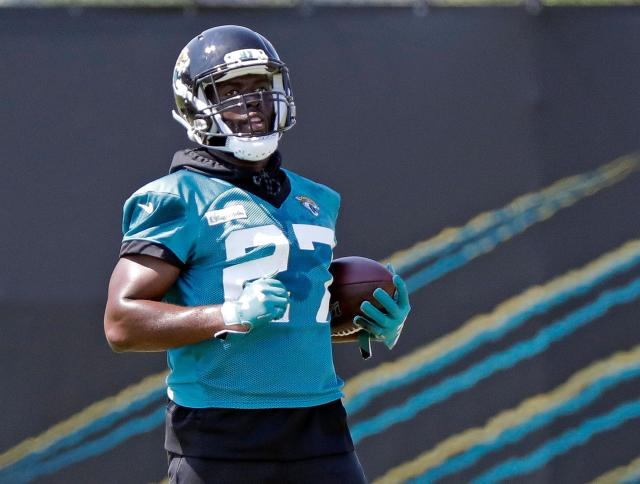 """The <a class=""""link rapid-noclick-resp"""" href=""""/nfl/teams/jacksonville/"""" data-ylk=""""slk:Jaguars"""">Jaguars</a> are expecting a lot from <a class=""""link rapid-noclick-resp"""" href=""""/nfl/players/30117/"""" data-ylk=""""slk:Leonard Fournette"""">Leonard Fournette</a> this season, who is ready to bounce back after a turbulent sophomore year in the NFL. (AP/John Raoux)"""