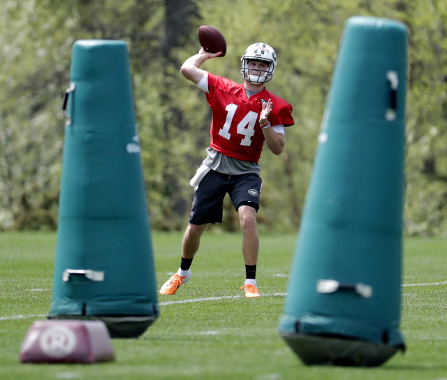 New York Jets quarterback Sam Darnold, who was selected third overall in the NFL draft, works out during NFL rookie football camp, Friday, May 4, 2018, in Florham Park, N.J. (AP Photo/Julio Cortez)