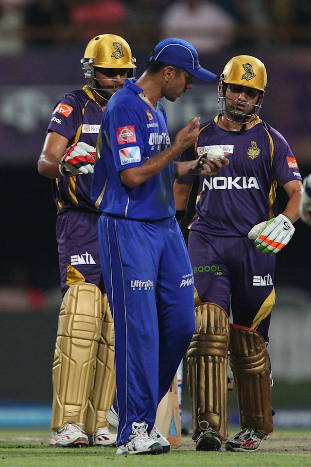 Manvinder Bisla, Rahul Dravid and Gautam Gambhir inspect the ball during match 47 of the Pepsi Indian Premier League between The Kolkata Knight Riders and the Rajasthan Royals held at the Eden Gardens Stadium in Kolkata on the 3rd May 2013..Photo by Ron Gaunt-IPL-SPORTZPICS  ..Use of this image is subject to the terms and conditions as outlined by the BCCI. These terms can be found by following this link:..https://ec.yimg.com/ec?url=http%3a%2f%2fwww.sportzpics.co.za%2fimage%2fI0000SoRagM2cIEc&t=1493081892&sig=YyY5o5LhSdNMl40ReRkvUQ--~C