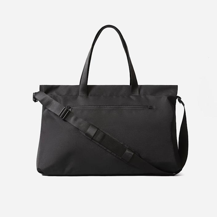 """<p><strong>everlane</strong></p><p>everlane.com</p><p><strong>$88.00</strong></p><p><a href=""""https://go.redirectingat.com?id=74968X1596630&url=https%3A%2F%2Fwww.everlane.com%2Fproducts%2Fwomens-renew-weekender-black&sref=https%3A%2F%2Fwww.thepioneerwoman.com%2Ffashion-style%2Fg32388887%2Fbest-weekender-bags%2F"""" rel=""""nofollow noopener"""" target=""""_blank"""" data-ylk=""""slk:Shop Now"""" class=""""link rapid-noclick-resp"""">Shop Now</a></p><p>If you're looking for a timeless bag that you can use again and again, this is it! The sophisticated black colorway makes it ideal to use for personal vacations or work trips. Even cooler, it's made of 100% recycled polyester. </p>"""