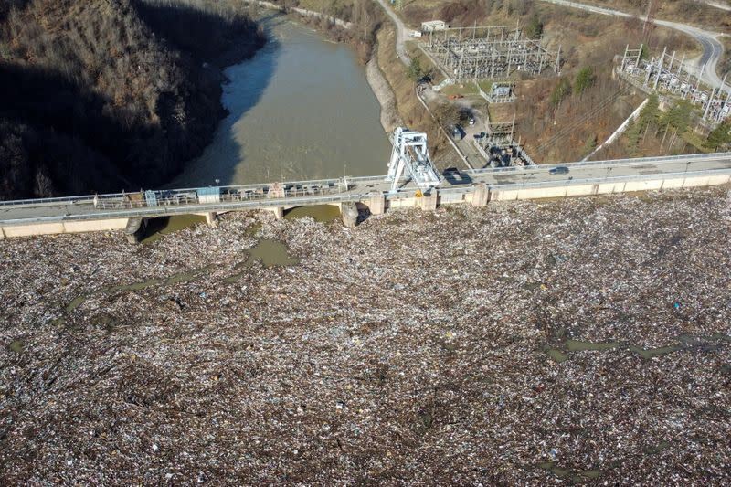More garbage than water: Serbia promises clean-up of hydro reservoir