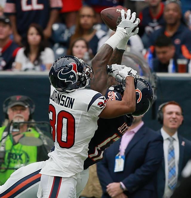 <p>Alshon Jeffery #17 of the Chicago Bears makes a catch as Kevin Johnson #30 of the Houston Texans defends at NRG Stadium on September 11, 2016 in Houston, Texas. (Photo by Bob Levey/Getty Images) </p>