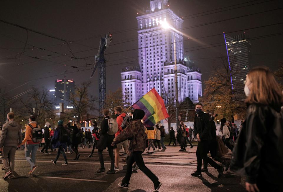 Demonstrators march along a street as they protest against imposing further restrictions on abortion law, in Warsaw, Poland October 23, 2020. Jedrzej Nowicki/Agencja Gazeta/via REUTERS ATTENTION EDITORS - THIS IMAGE WAS PROVIDED BY A THIRD PARTY. POLAND OUT. NO COMMERCIAL OR EDITORIAL SALES IN POLAND.