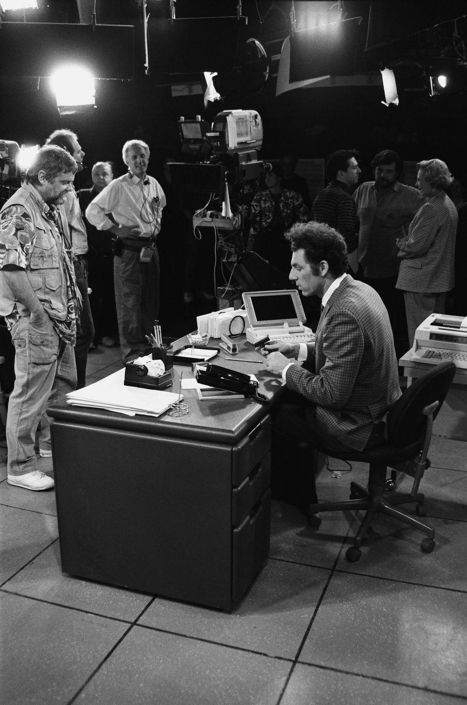 <p>Richards is seen preparing for a scene in an office setting where Kramer will end up doing who knows what. </p>