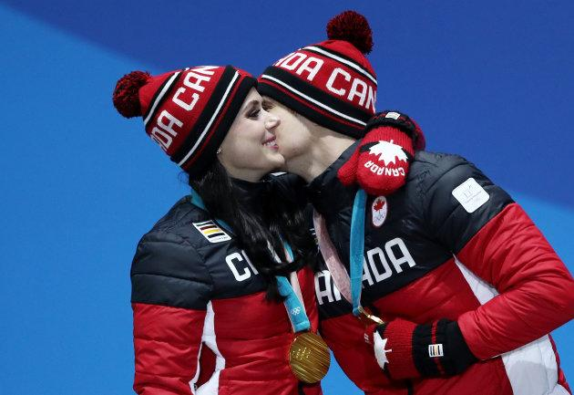 Virtue and Moir receiving their gold medals.