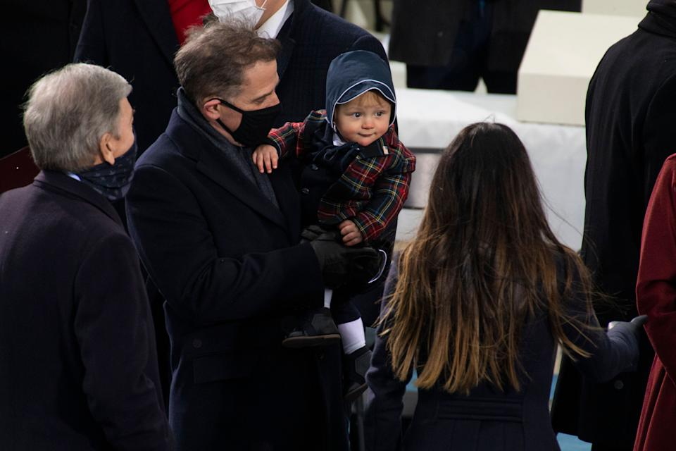 Hunter Biden holds his son, Beau, at the inauguration. (Photo: Tom Williams via Getty Images)