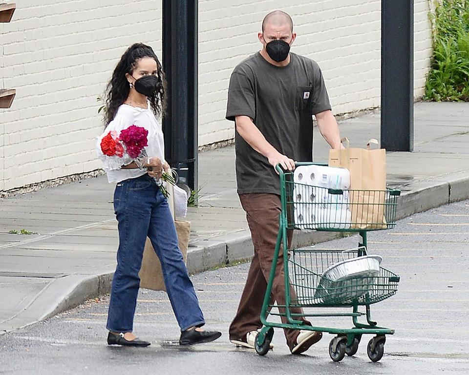 Zoe Kravitz Holds Red Roses as She Leaves a Supermarket During a Getaway With Rumored New Beau, Channing Tatum