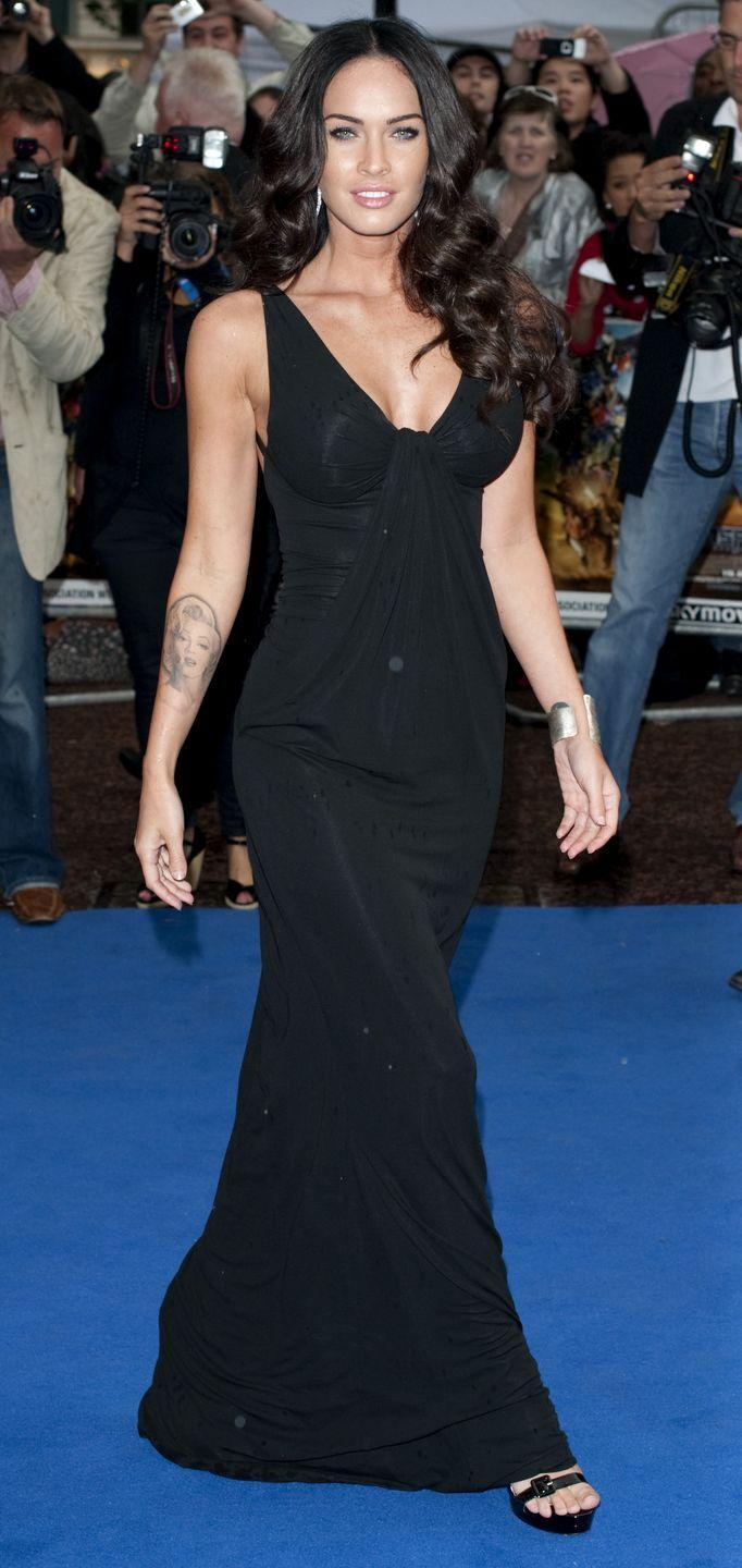 <p>Fox stunned in a black V-neck Kaufman Franco gown for the London event. </p>