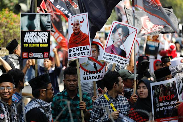 <p>People rally near the Myanmar embassy during a protest against the treatment of the Rohingya Muslims minority by the Myanmar government in Jakarta, Indonesia, Sept. 3, 2017. (Photo: Darren Whiteside/Reuters) </p>
