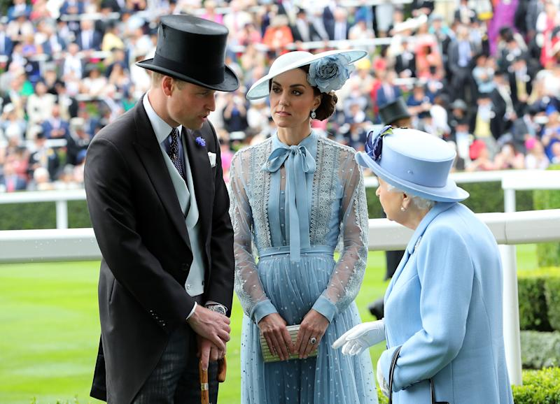 ASCOT, ENGLAND - JUNE 18: Prince William, Duke of Cambridge and Catherine, Duchess of Cambridge speak to Queen Elizabeth II on day one of Royal Ascot at Ascot Racecourse on June 18, 2019 in Ascot, England. (Photo by Chris Jackson/Getty Images)
