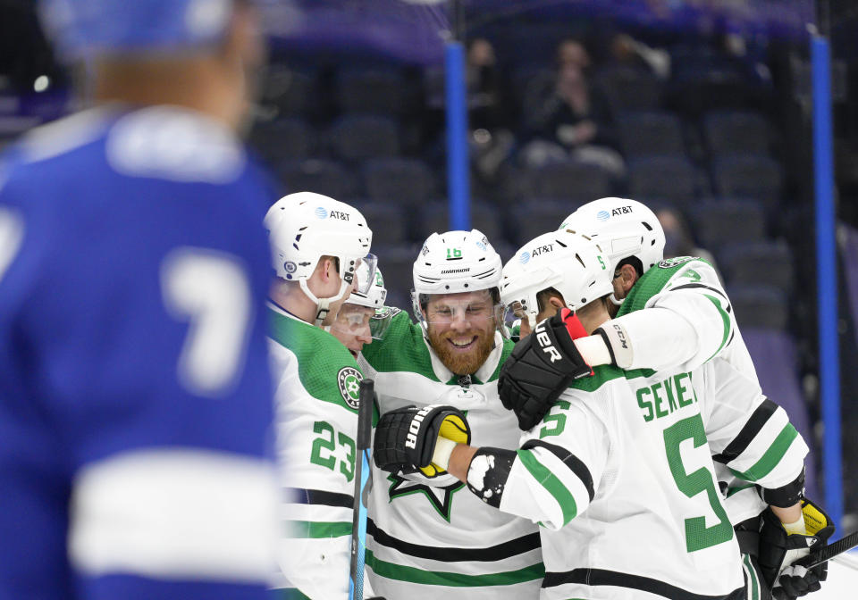 TAMPA, FL - MAY 07 Dallas Stars celebrate scoring a goal during the NHL Hockey match between the Tampa Bay Lightning and Dallas Stars on May 7, 2021 at Amalie Arena in Tampa, FL. (Photo by Andrew Bershaw/Icon Sportswire via Getty Images)