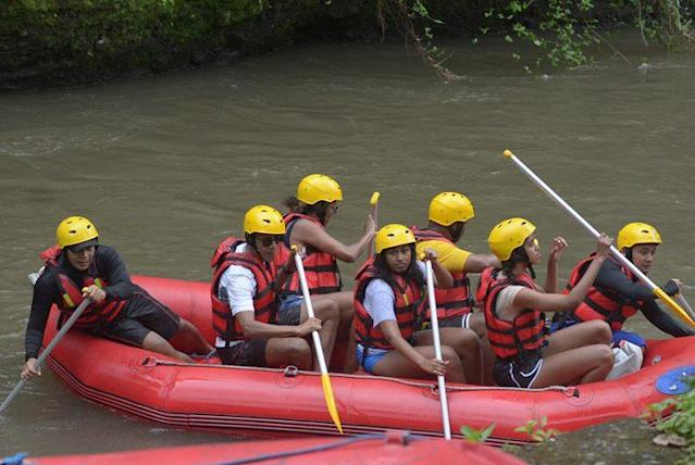 The Obama family whitewater rafting in Bali. (Photo: Getty Images)