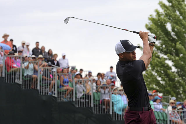 """<a class=""""link rapid-noclick-resp"""" href=""""/nba/players/4612/"""" data-ylk=""""slk:Steph Curry"""">Steph Curry</a> did a good thing for a golfer whose wife is fighting cancer. (AP Photo/Lance Iversen)"""