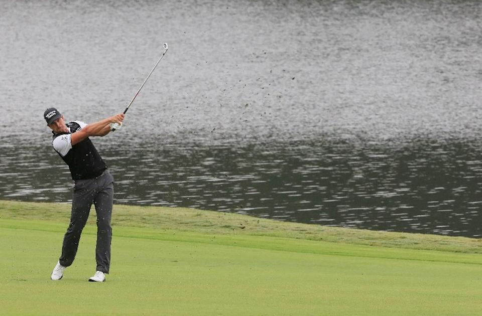 Henrik Stenson of Sweden hits his second shot on the 17th hole during the second round of the TOUR Championship By Coca-Cola at East Lake Golf Club on September 25, 2015 in Atlanta, Georgia (AFP Photo/Sam Greenwood)