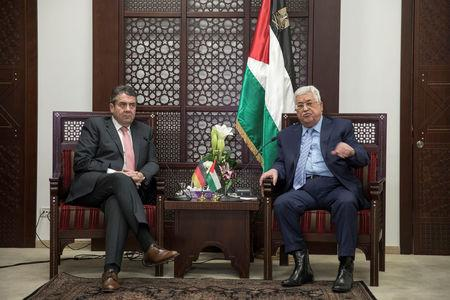 Palestinian President Mahmoud Abbas meets with Germany's Foreign Minister Sigmar Gabriel in the West Bank city of Ramallah January 31, 2018. REUTERS/Atef Safadi/Pool