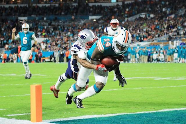 Jarvis Landry of the Miami Dolphins scores a touchdown in the second quarter against the defense of Jonathan Jones of the New England Patriots (AFP Photo/Mike Ehrmann)