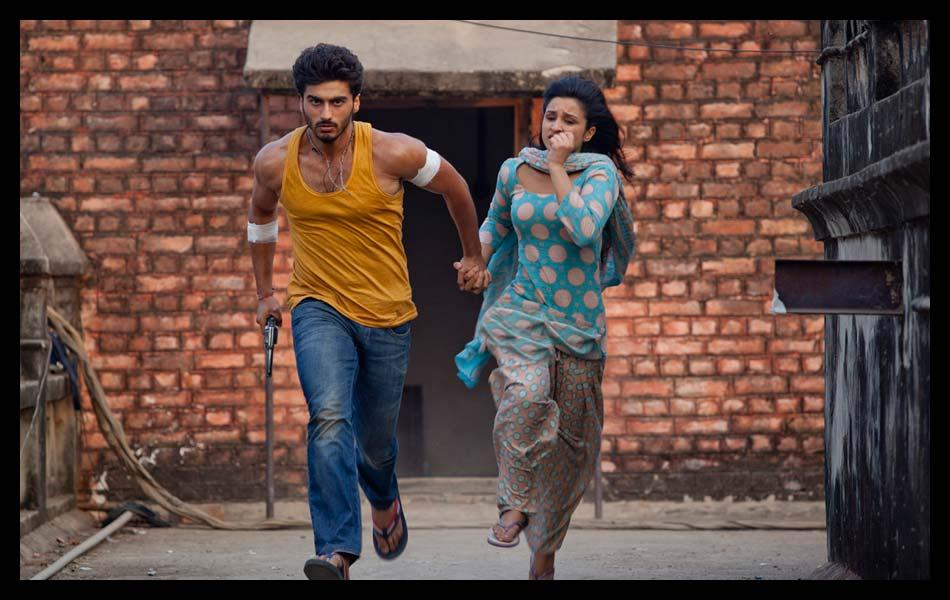 While performing a running sequence in Barabanki, UP, Arjun Kapoor suffered a very serious spasm in his hamstring muscle which caused him great pain, but in spite of that he finished the shot in a jiffy after just five minutes of rest.