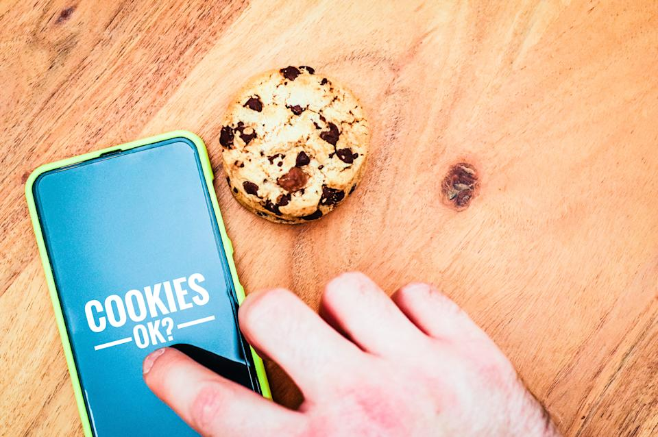 Accept cookies with a tablet to illustrate cookie banners for websites with cookies and cookies ok?
