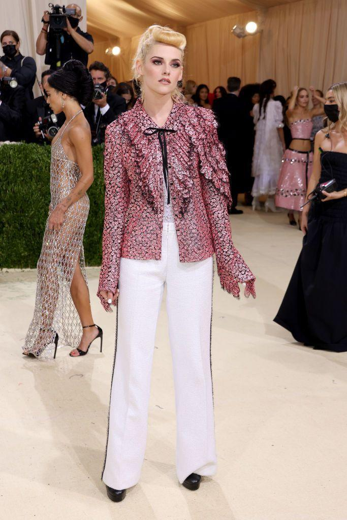 <p>The actor wore Chanel couture. </p>