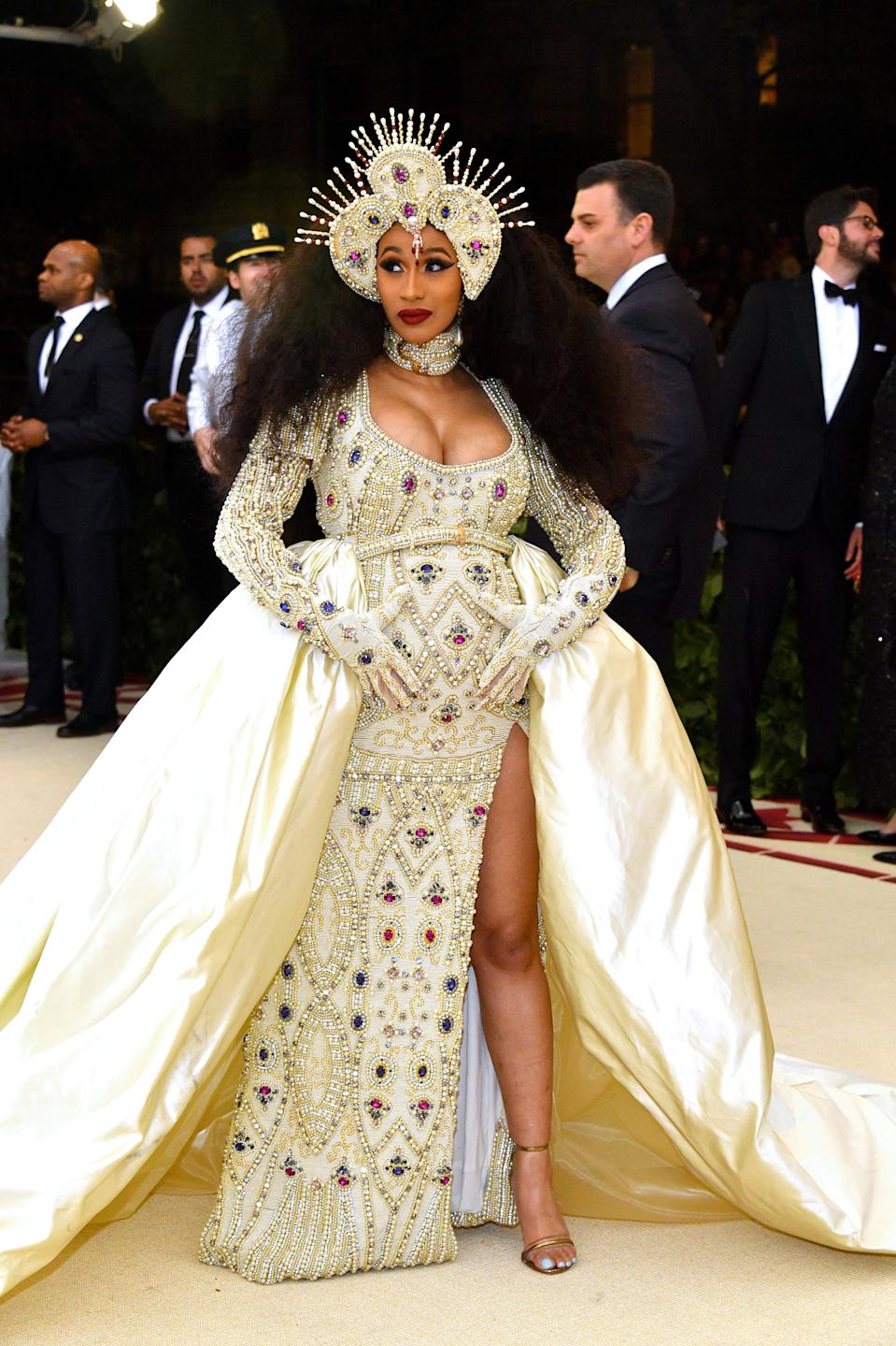 """<h1 class=""""title"""">Cardi B in Moschino</h1><cite class=""""credit"""">Photo: Getty Images</cite>"""