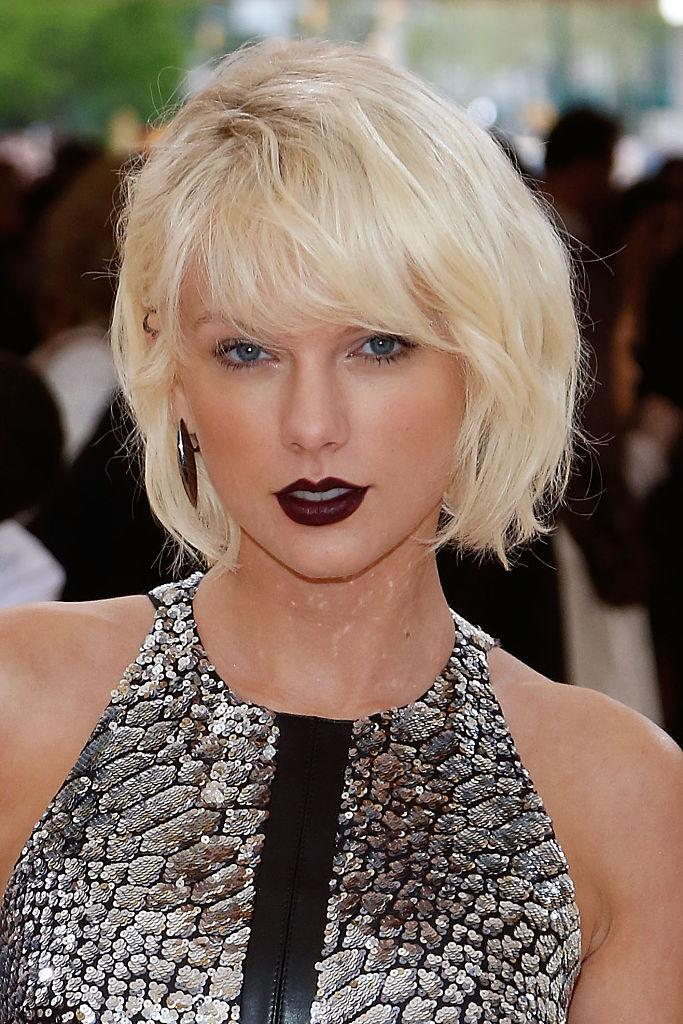<p>For the Manus x Machina: Fashion in an Age of Technology'Costume Institute Gala at the Metropolitan Museum of Art, Taylor Swift traded in her signature red lips for this, deep, dark, dramatic hue. <i>(Photo by Taylor Hill/FilmMagic)</i><br></p>