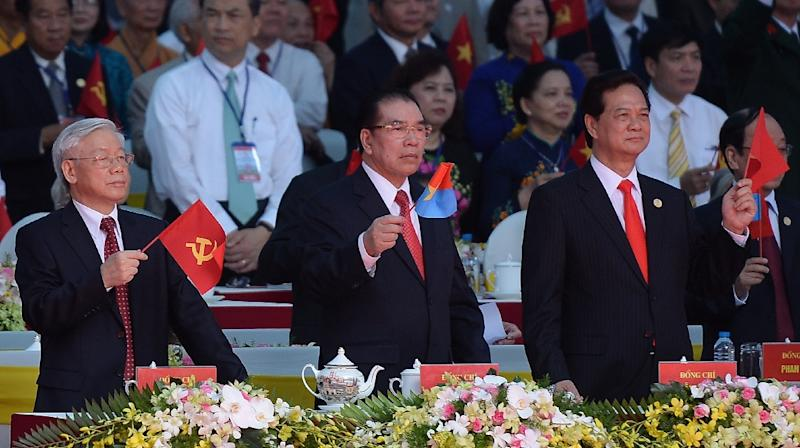 Communist Party Chief Nguyen Phu Trong (L), former Communist Party Chief Nong Duc Manh (C) and Prime Minister Nguyen Tan Dung watch a parade marking the 40th anniversary of the fall of Saigon, in Ho Chi Minh City on April 30, 2015 (AFP Photo/Hoang Dinh Nam)