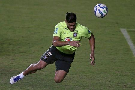 FILE PHOTO: Brazilian soccer team player Hulk attends a training session in Salvador, Brazil November 16, 2015. Brazil will face Peru in their 2018 World Cup qualifying soccer match on Tuesday. REUTERS/Ueslei Marcelino