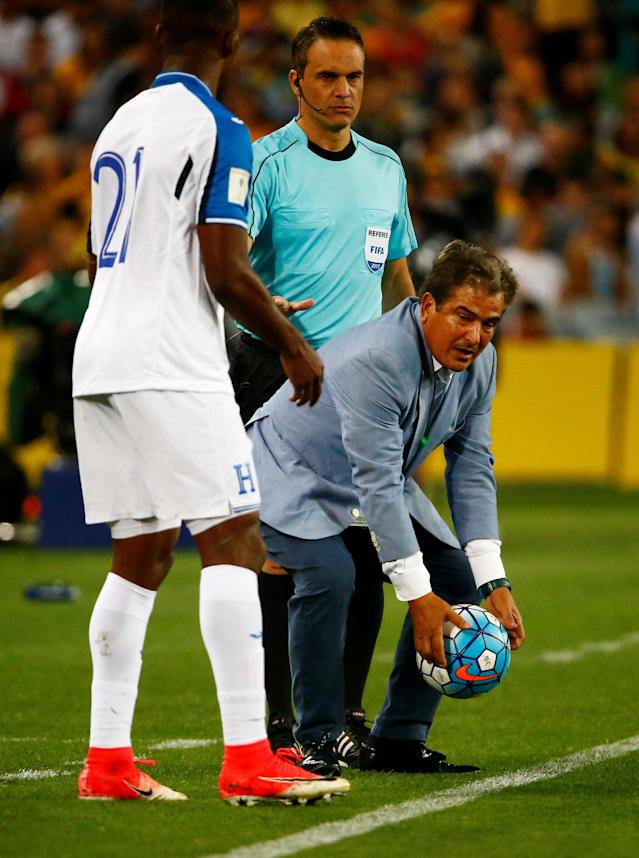 Soccer Football - 2018 World Cup Qualifications - Australia vs Honduras - ANZ Stadium, Sydney, Australia - November 15, 2017 Honduras coach Jorge Luis Pinto and Honduras' Brayan Beckeles REUTERS/David Gray